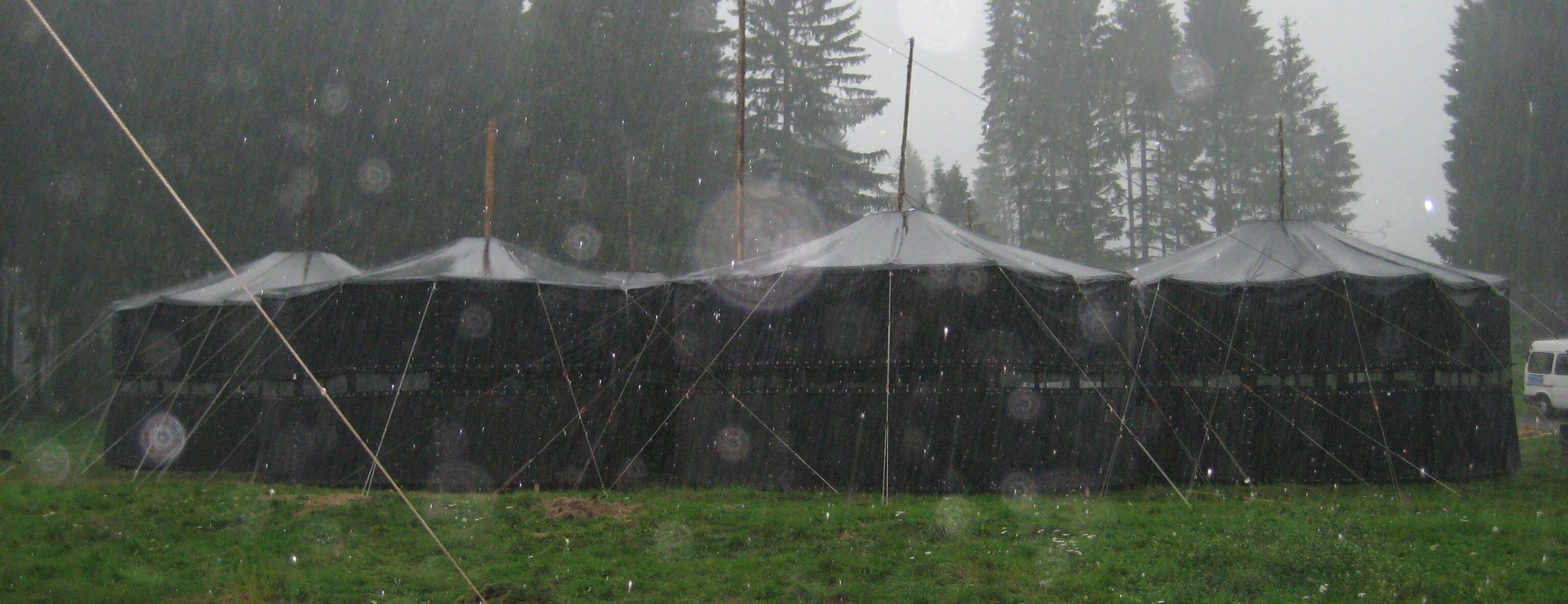 Zelt im Regen (Meuterei)